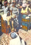 AFRIQUE En COULEURS -Marché Africain  -(Editions : HOA-QUI 5032) * PRIX FIXE - Cartes Postales