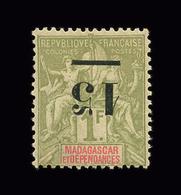 MADAGASCAR N° 50a 15 Sur 1f Olive. Excellent Centrage. Surcharge Renversée. Neuf *. Signé Scheller. Cote Yt 150 € - Madagascar (1889-1960)