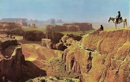 CARTE POSTALE ORIGINALE DE 9CM/14CM : MONUMENT VALLEY VIEW TO A NAVAJO HORSEMAN AND HIS SQUAW AMERINDIEN  ARIZONA USA - Etats-Unis