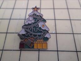 410a Pin's Pins / Beau Et Rare : Thème NOEL / SAPIN GUIRLANDES CADEAUX NEIGE - Christmas