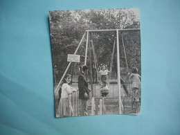 PHOTOGRAPHIE GRAND FORMAT  -  DECIZE  -  58  -  Stade Nautique  -  Balançoires  -  1965 -  12,6  X 15,3  Cms  -Nièvre - Lieux