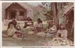 Maori Women Weaving Flax, Rotorua, New Zealand Vintage PC/Real Photo Unused - New Zealand