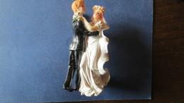 FIGURINE COUPLE DE MARIES Résine H. 105 Mm.. - Unclassified