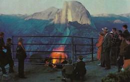 CARTE POSTALE ORIGINALE DE 9CM/14CM : YOSEMITE NATIONAL PARK CALIFORNIA THE FIRE ON GLACIER POINT  USA - Yosemite