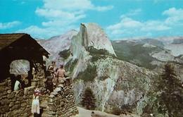 CARTE POSTALE ORIGINALE DE 9CM/14CM : YOSEMITE NATIONAL PARK CALIFORNIA THE LOOKOUT GLACIER POINT  USA - Yosemite