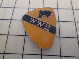 413c Pin's Pins / Beau Et Rare : Thème MILITARIA / INSIGNE DIVISION US DE CAVALERIE WWII Ist CAV ? - Army