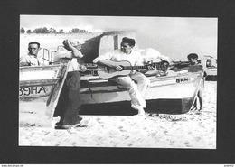 ARTISTES - CÉLÉBRITÉS - CHANTEUR ET MUSICIENS - JACQUES BREL EN VACANCES À HAMMANET TUNISIE VERS 1960 - Chanteurs & Musiciens