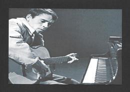 ARTISTES - CÉLÉBRITÉS - CHANTEUR ET MUSICIENS - JACQUES BREL QUI ÉCRIT OU PRATIQUE UNE CHANSON - Chanteurs & Musiciens
