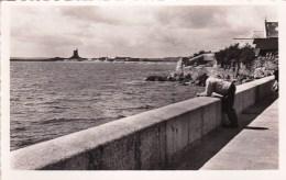 50 - Manche -  SAINT VAAST LA HOUGUE  -  Le Fort De La Hougue Vu De La Grande Jetée - Saint Vaast La Hougue