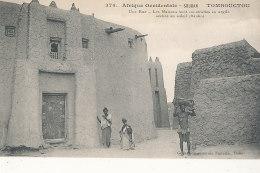 SOUDAN )) TOMBOUCTOU    Une Rue, Les Maisons Sont Construites En Argile Séchée Au Soleil  374 Edit Fortier - Sudan