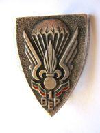 ANCIEN INSIGNE LEGION ETRANGERE PARACHUTISTES 1° BEP DRAGO PARIS ETAT EXCELLENT - Army