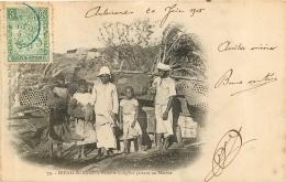 DIEGO SUAREZ   FAMILLE INDIGENE PARTANT AU MARCHE - Madagascar