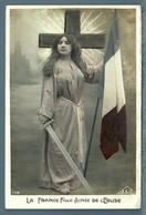 CPA - JEUNE FEMME PATRIOTIQUE - Femmes