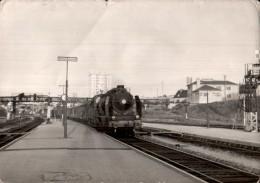 PHOTO TAILLE CPM TRAIN A VAPEUR A QUAI DE LA GARE D'EVREUX CLICHE BAZIN EN 1958 - Trenes