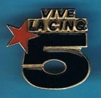 PIN'S //  ** LOGO ** VIVE LA CINQ / 5 ** - Medias
