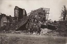 Photo Mai 1915 LANGEMARK (Langemark-Poelkapelle) - Soldats Allemands Dans Les Ruines (A196, Ww1, Wk 1) - Langemark-Poelkapelle