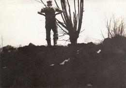 Photo Mai 1915 LANGEMARK (Langemark-Poelkapelle) - Une Vue, Un Soldat Allemand (A196, Ww1, Wk 1) - Langemark-Poelkapelle
