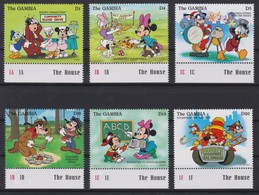 2200  WALT DISNEY   The GAMBIA  ( Volunteering By The Characters Of The Production,Walt Disney ) - Disney