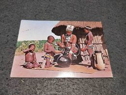 ANTIQUE POSTCARD SOUTH AFRICA LUNCH TIME IN ZULULAND TRIBAL PEOPLE UNUSED - South Africa