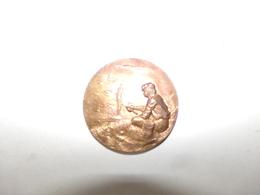 Médaille En Métal  Pêcheur à La Ligne  ( 54 Gr 5 Cm ) - France