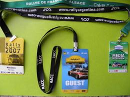3 BADGES-Ft 7,5x11Cm/FIA WORLD Avec SANGLES -RALLYES/ALSACE/ARGENTINE/ESPAGNE-Plastic Fin/SANGLE Textile TBE-RARE - Habillement, Souvenirs & Autres