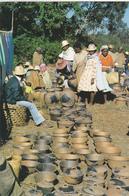 AFRIQUE. MADAGASCAR. MARCHE DE POTERIES. ANNÉE 2004 + TIMBRES - Madagascar