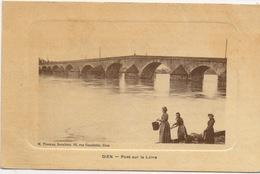 CPA 45 GIEN Pont Sur La Loire Avec Lavandières - Gien