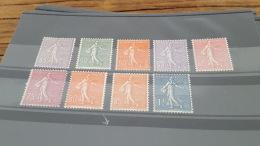 LOT 402916 TIMBRE DE FRANCE NEUF* N°197 A 205 VALEUR 84 EUROS - France