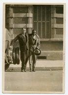 Jeune Homme Young Man Copain Buddies Noir Africain Black Elegance Chapeau Snapshot Amateur Street Rue 30s Interracial - Personnes Anonymes