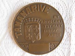 Madagascar Medaille En Bronze De 1956 Ville De TANANARIVE, Par F. Bazin - Tokens & Medals