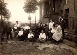 Amusant & Grand Tirage Photo Albuminé Délire Familial Au Jardin, Le Grand Bébé, Jeux De Cannes, Chapeaux, Animaux 1921 - Personnes Anonymes