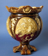 Angleterre ??? Cache Pot En Barbotine Du 19e , No 47 S + Cachet En Relief Non Identifié ( Voir Photo ) - Ceramics & Pottery