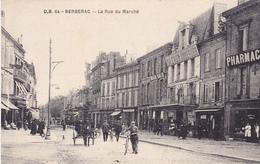 PR-  BERGERAC  EN DORDOGNE  LA RUE DU MARCHE   PHARMACIE GALERIES MODERNES CPA  CIRCULEE - Bergerac