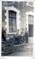 MOTO TERROT VERS 1930 AVEC DEUX MILITAIRES Photo Format 11x7 Cm PAS CARTE POSTALE - Motos
