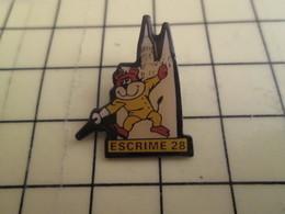 1215c Pin's Pins / Beau Et Rare : Thème SPORTS / ESCRIME 28 CATHEDRALE CHARTRES - Fencing
