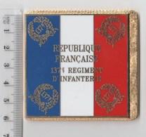 DRAPEAU 137° RI REGIMENT D' INFANTERIE   En Métal Doré - Drapeaux