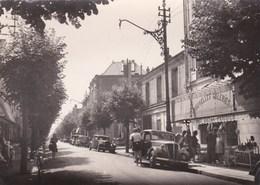 CABOURG - Avenue De La Mer - Voitures ( Citroen Traction , Etc ........) - Cabourg