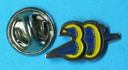 1 PIN'S //   ** LA POSTE / 30  GARD ** - Mail Services