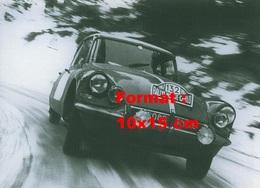 Reproduction D'une Photographie D'une Citroen DS Au Rallye De Monte Carlo De 1967 - Reproductions