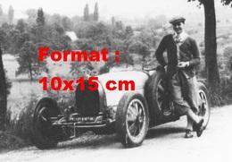 Reproduction D'une Photographie Ancienne D'une Bugatti T35 Et Son Pilote - Reproductions