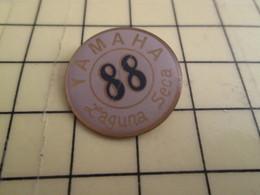 1315c Pin's Pins / Beau Et Rare : Thème MOTOS /  YAMAHA 1988 LAGUNA SECA - Motorbikes