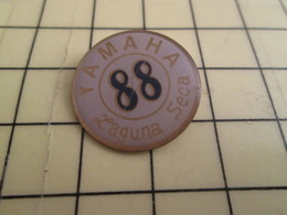 1315c Pin's Pins / Beau Et Rare : Thème MOTOS /  YAMAHA 1988 LAGUNA SECA - Motorfietsen