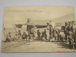C.P.A.- Afrique - Une Tente Bédouine - Des Femmes Tissant Des Tapis - 1920 - SUP (AC55) - Autres