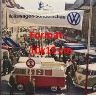 Reproduction D'une Photographie Ancienne D'un Stand Volkswagen Sonderschau - Reproductions