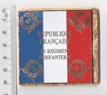 DRAPEAU 5° RI REGIMENT D' INFANTERIE  En Métal Doré - Drapeaux