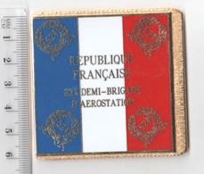 DRAPEAU 52° DEMI BRIGADE D' AEROSTATION  En Métal Doré - Drapeaux