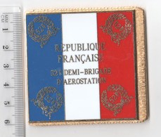 DRAPEAU 52° DEMI BRIGADE D' AEROSTATION  En Métal Doré - Flags