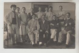 CPA PHOTO MILITARIA GUERRE DE 1914-18 - Groupe Militaires Prisonniers à L'Hôpital De SPEYER Ou SPIRE (Allemagne-Palatina - War 1914-18