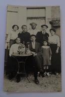 CARTE POSTALE ANCIENNE PHOTOGRAPHIE FAMILLE A L'APERITIF - Photographie
