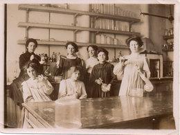 Photo Non Localisée - Femmes Intérieur Laboratoire ?  (107319) - Personnes Anonymes